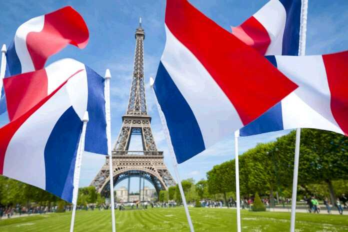 french-flags-eiffel-tower